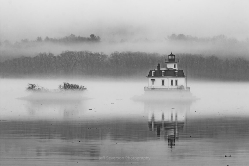 Foggy December at Esopus Light
